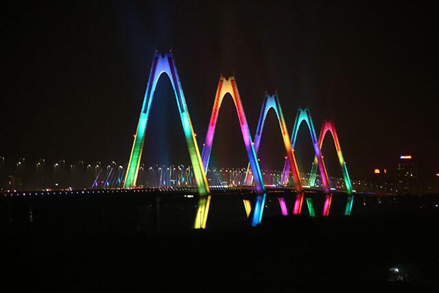 """Hệ thống đèn chiếu sáng cầu Nhật Tân - """"Bữa tiệc ánh sáng"""" giữa Hà Nội - Ảnh 2"""