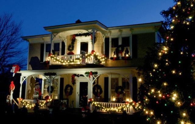 Những ý tưởng chiếu sáng ngoài trời tuyệt đẹp trong đêm giáng sinh - Ảnh 1