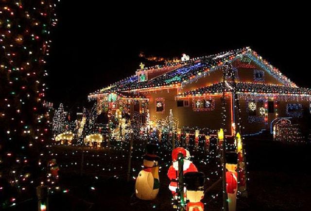 Những ý tưởng chiếu sáng ngoài trời tuyệt đẹp trong đêm giáng sinh - Ảnh 2