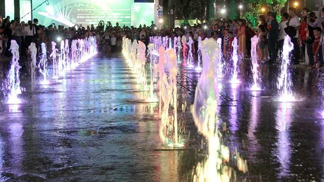 Omled góp phần biến công viên Văn Lang thành quảng trường nhạc nước - Ảnh 2
